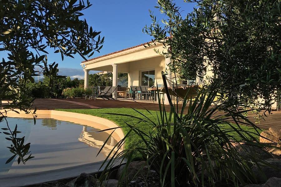 Villa avec piscine, terrasse et jardin arboré